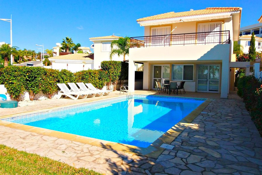 Coral Bay - 5 Bed Exclusive Villa - 5 Mins to Beach