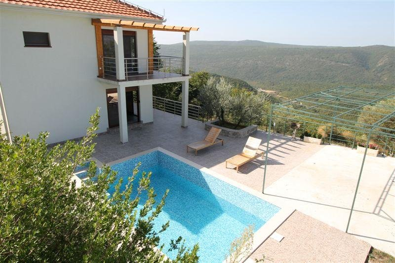 3bedr viila with pool in Bratesici village, 6 km to the beach