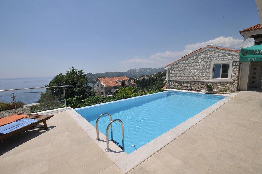Villa in Croatia, Mlini: ZAVRELJE - DUBROVNIK, CROATIA, 09.06.2014.ART GALLERY VILLA - MORAVEC FA..