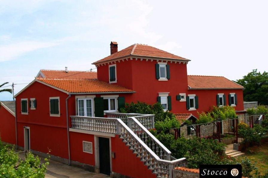 Luxury villa with swimming pool, sleeps 16