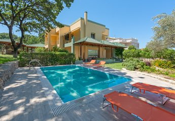 4 bedroom Villa for rent in Ialyssos