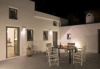2 bedroom House for rent in Santorini