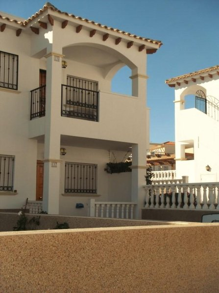 2 bedroom first floor apartment. La Cinuelica, Punta Prima