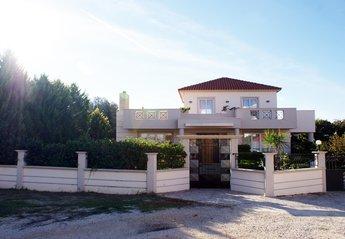 Villa in Greece, Kremasti