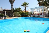 Villa in Italy, Salento: Pool shared with villa on opposite side of pool.
