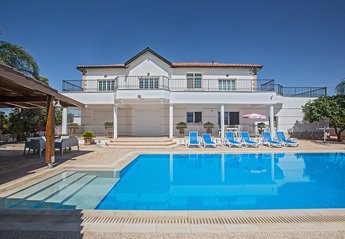 5 bedroom Villa for rent in Paralimni