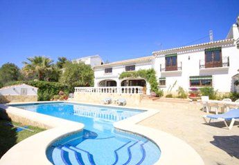 4 bedroom Villa for rent in Javea