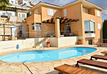 5 bedroom Villa for rent in Peyia