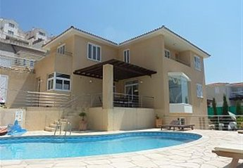 5 bedroom Villa for rent in Peyia