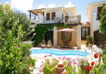 Villa in Cyprus, Aphrodite Hills: View of the rear of the villa from the golf course