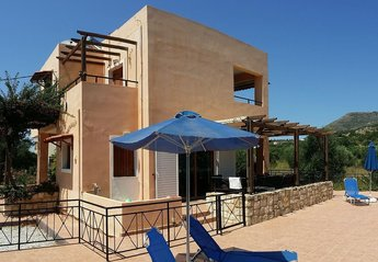 4 bedroom Villa for rent in Almyrida