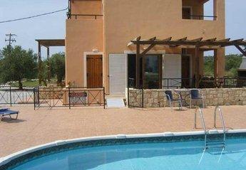 Villa in Greece, Almyrida: Eat alfresco on the patio by the pool.