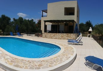 Villa in Greece, Almyrida: Villa Angelos with its fabulous new pool featuring walk down steps