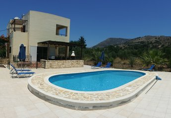 Villa in Greece, Almyrida: As you can see, Angelos is not overlooked so you have good privacy