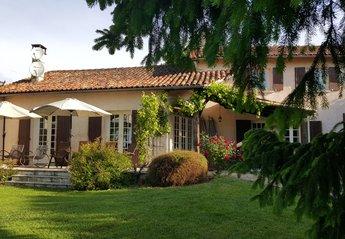 Farm House in France, Saint-Quentin-de-Chalais