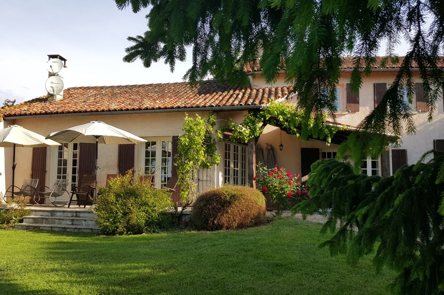 Farm house in France, Chalais
