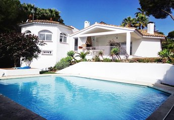 3 bedroom Villa for rent in Las Brisas Club