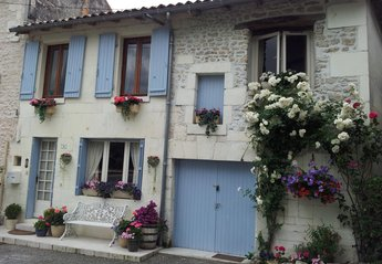 Cottage in France, Bourg-Charente