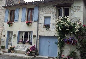 Cottage in France, Cognac: La Maison du Bonheur in a beautiful village facing the Charente River.
