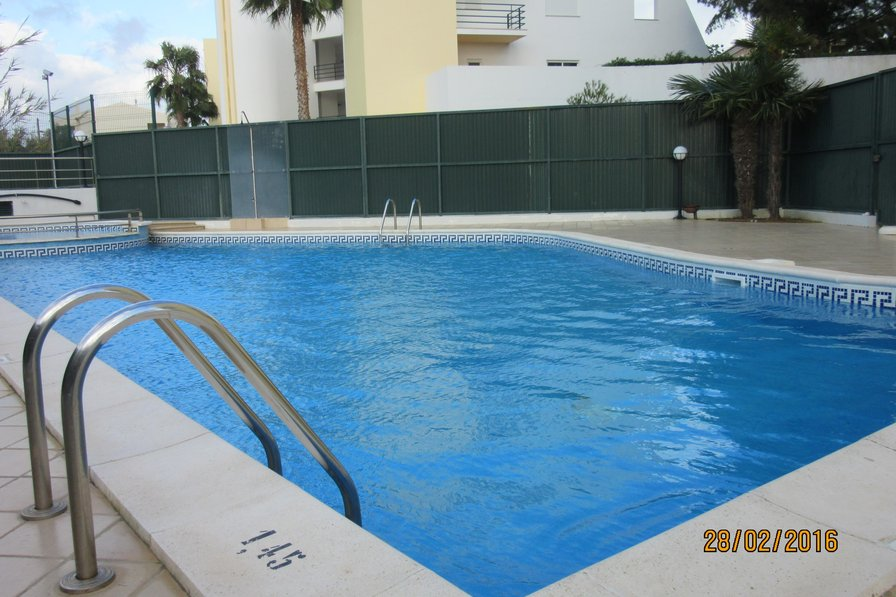 Lark View , 5 minute walk to Beach and Marina , swimming pool
