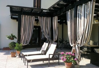 Villa in Italy, Venice: The sun terrace gets the sun all day ad evening.
