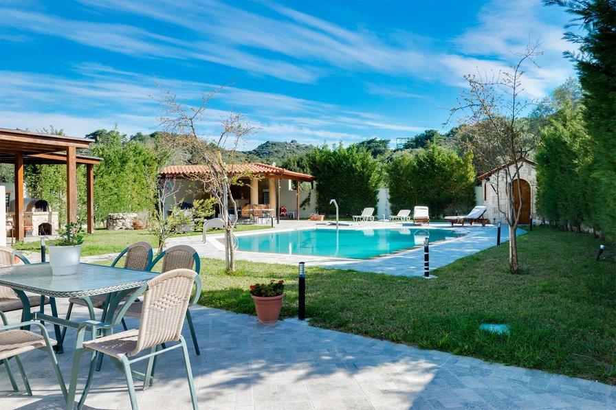 Villa in Greece, traganou