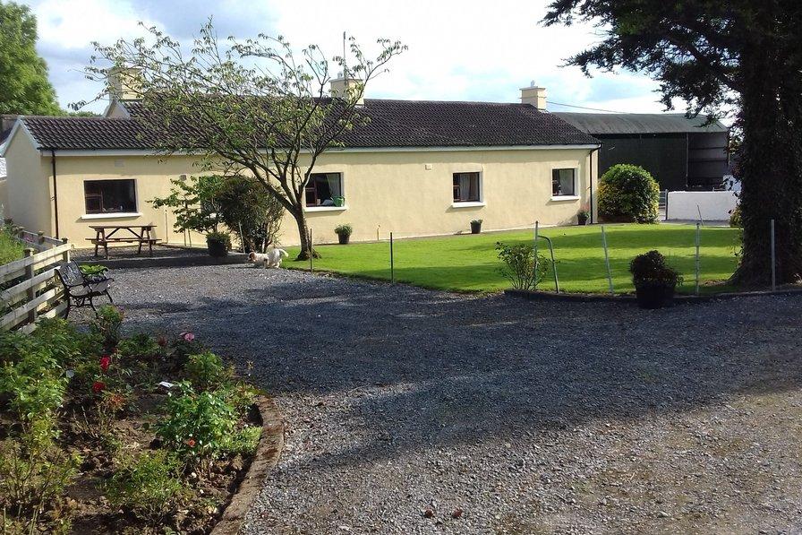 Carrigmorefarm - Old Style Traditional Farmhouse free wifi