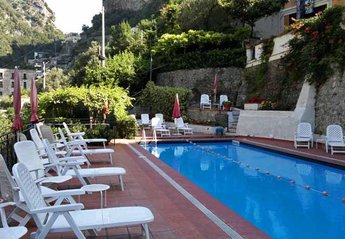 Apartment in Italy, Ravello: 01 Primula shared pool area
