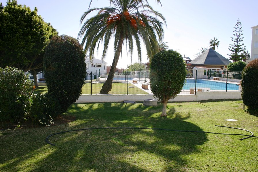 2 Bedroom Stylish Apartment 5 Minutes from the beach in El Faro