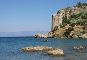 Cottage in Greece, Messinia: Koroni Castle from the town