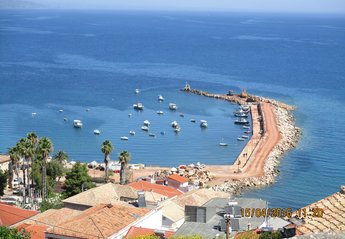 Cottage in Greece, Messinia: Beautiful Koroni harbour from the Castle