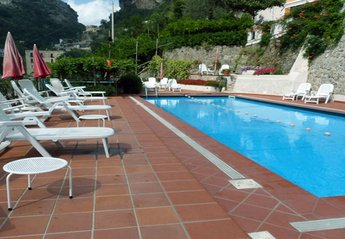 Cottage in Italy, Ravello: 01 Garofano shared pool area