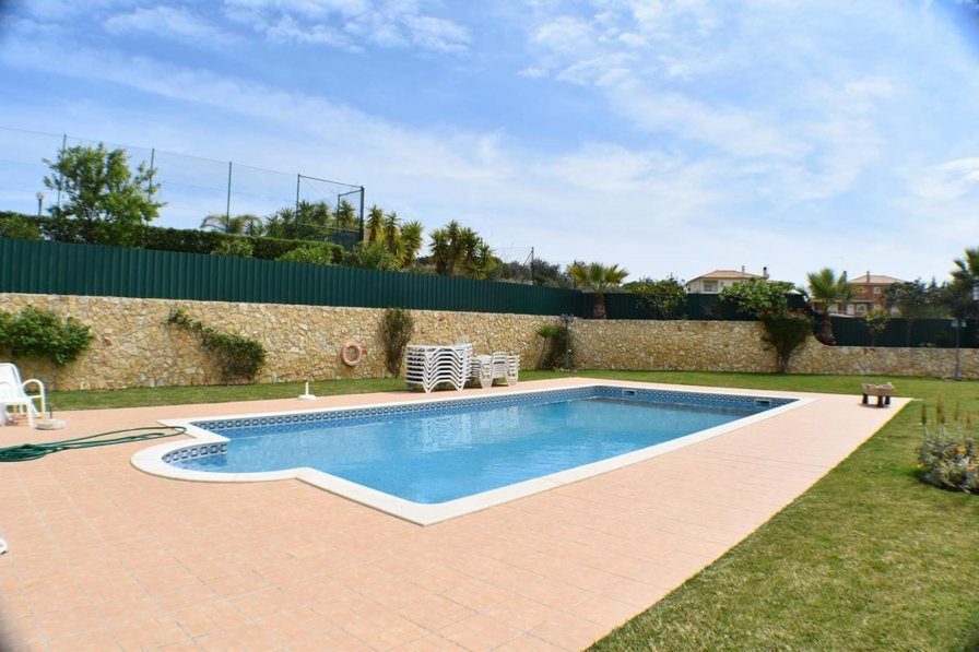 Owners abroad 3 bedrooms house 15min walk from Albufeira