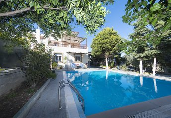 4 bedroom Villa for rent in Rhodes