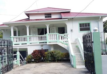 House in Saint Lucia, Saint Lucia Island: Entrance to your holiday rental apartment with free park..