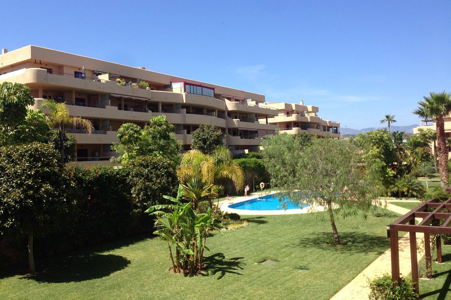 Great location 1 Bedroom apartment close to beach and amenities