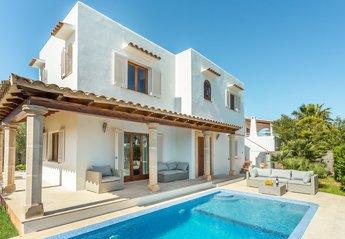 Villa in Spain, Cala d'Or: Villa Russadir front view and pool.