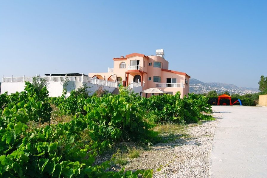 Deluxe 8 bedrooms villa with 8 full bathrooms,English TV,Wifi....