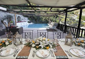 Villa in Italy, Vettica: 06 Villa Alfa outdoors meal