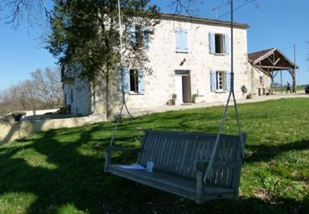 Farm House in France, Castera-verduza: Farmhouse in springtime