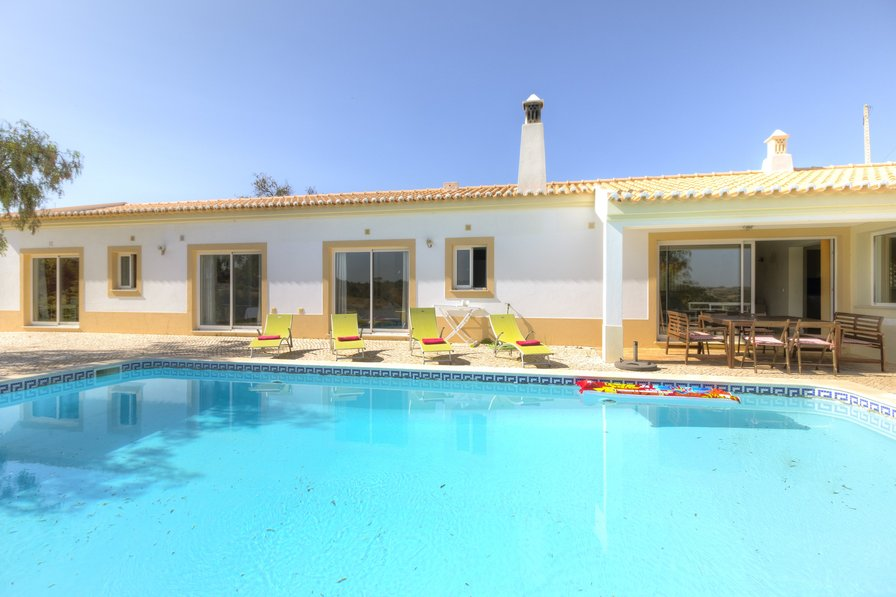 Villa To Rent In Ferragudo Algarve With Private Pool 188309