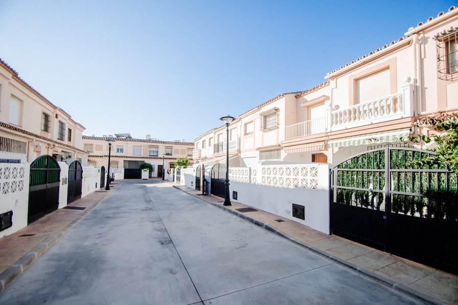 Excellent 250 sq.m. townhouse near the sea