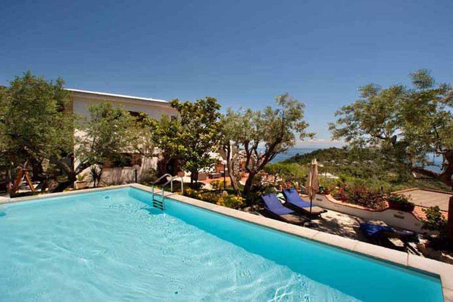 Villa in Italy, Sirenuse