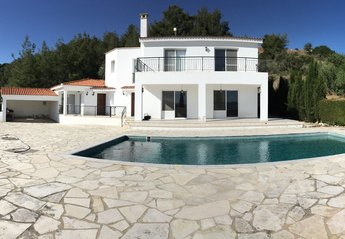 Villa in Cyprus, Pelathousa: Detached Private villa nestled in mountainside