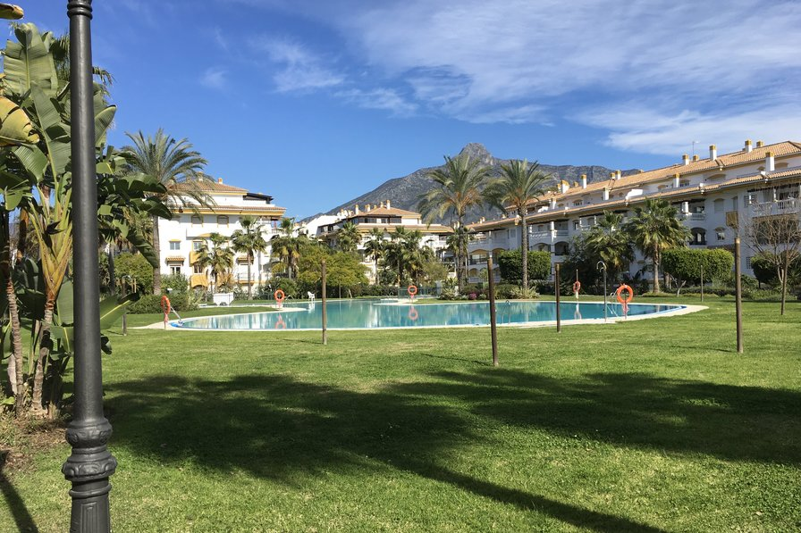 2 bed 2 bath walking distance to Puerto Bañus and the beach