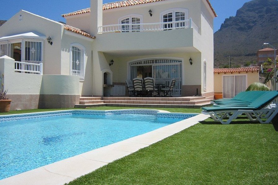 Luxury 4 bedroom villa in Costa Adeje