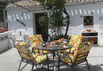 3 bedroom Farmhouse for rent in Baza