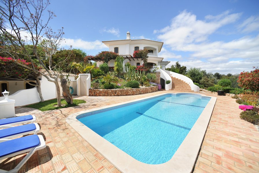 Villa To Rent In Caramujeira Algarve With Private Pool