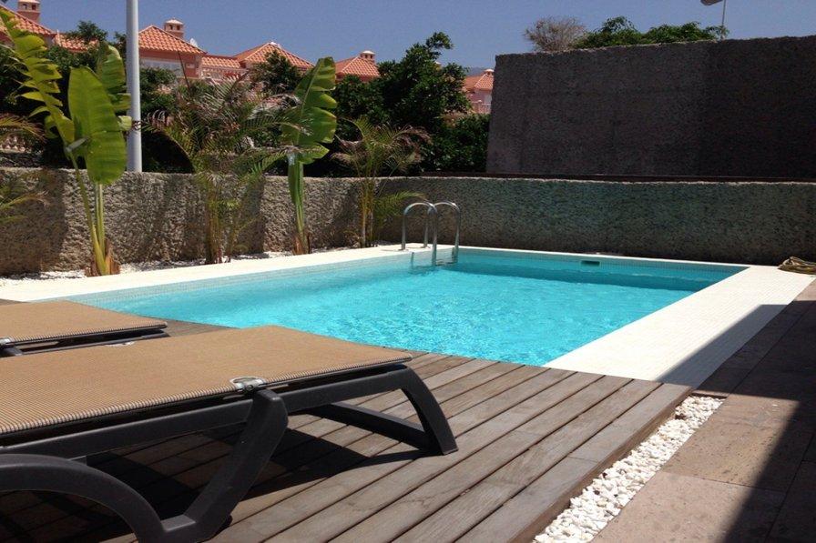 Luxury villa with heated private pool EL Duque area