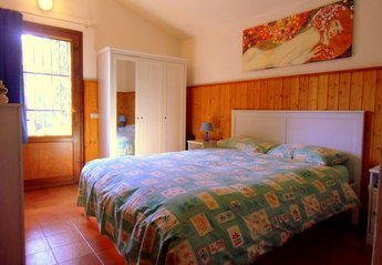 Cottage in Italy, Bergamo: Romantic bedroom with garden view